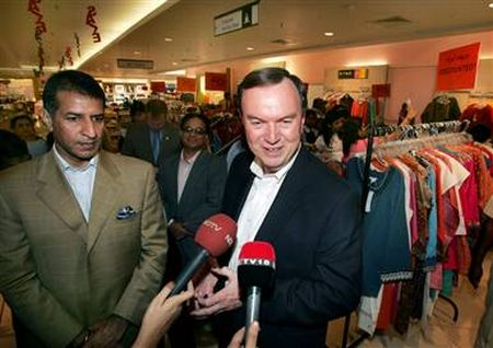 indian retail market bharti enterprises and India's future group and bharti enterprises agreed to combine their retail operations, creating one of the biggest retail chains in the country with more than 570 stores.