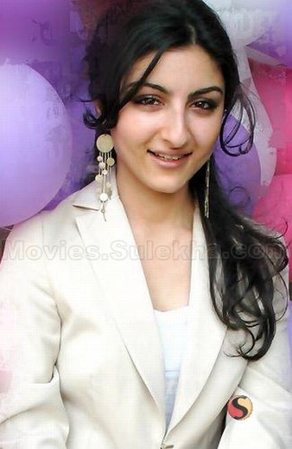 http://www.instablogs.com/wp-content/uploads/2012/07/soha-ali-khan_5906.jpg