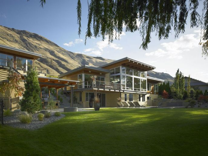 stunning-home-with-green-lawns-and-beautiful-mountain-view-687x514